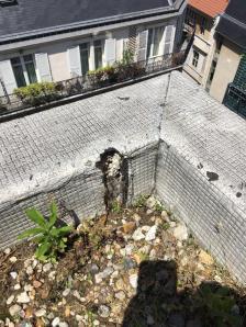 Perforation de l'étanchéité de la terrasse.